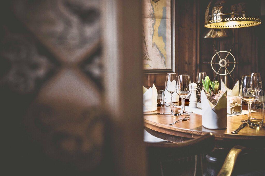 Sitzecke mit maritimem Charme im Restaurant Seekiste auf Sylt